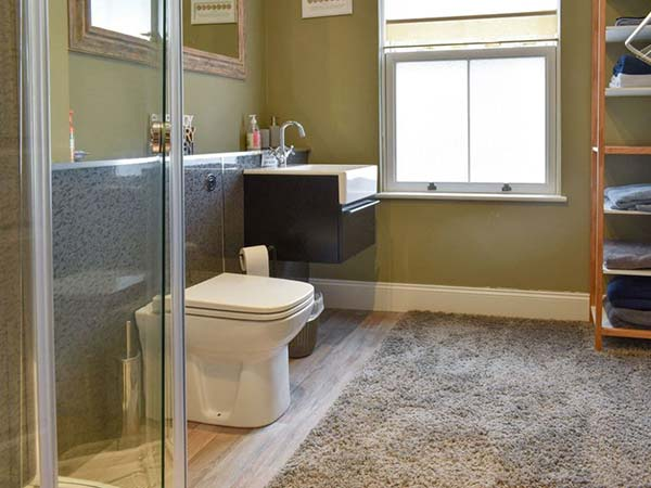 The-Old-School-House-Shower-Room